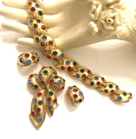 Lisner Bold UpScale Demi, Bracelet Brooch and Earrings, Textured Gold Tone, Blue Red Green and Topaz Rhinestones | Vintage Jewelry and Other Vintage Treasures | Scoop.it