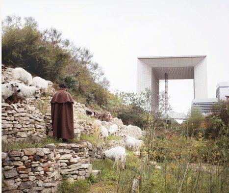 Roger des Prés, avec sa Ferme du Bonheur, ses moutons et son chien, fait revivre Jean Giono aux Grands Voisins (Paris 14e)   théâtre in and off   Scoop.it