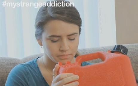 Shannon a une addiction particulière: elle boit de l'essence (vidéo) | Strange days indeed... | Scoop.it