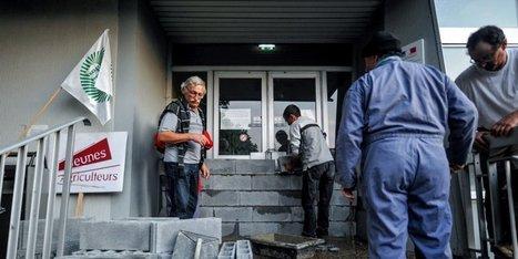 En images à Pau : des agriculteurs ont muré la porte de la DDTM | Agriculture en Pyrénées-Atlantiques | Scoop.it