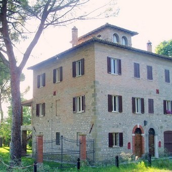 UMBRIA: TODI 19c stone country house/large panoramic terrace NOW REDUCED 280,000e   Living in Italy   Living In Italy   Scoop.it