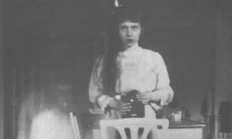 A teen Grand Duchess Anastasia captures her own reflection in 1913   British Genealogy   Scoop.it