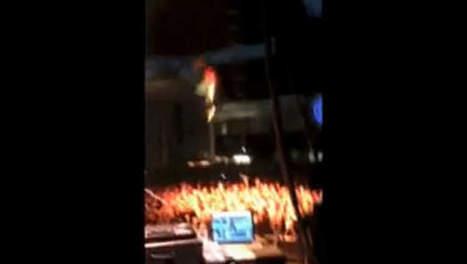 Un rappeur saute dans le public qui s'écarte | Mais n'importe quoi ! | Scoop.it