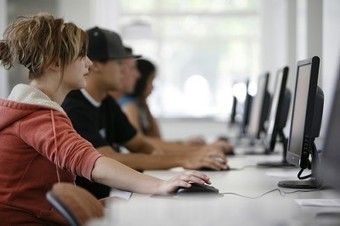 3 Big Reasons To Consider A 'Digital Classroom' | Edudemic | NHS Media Center | Scoop.it