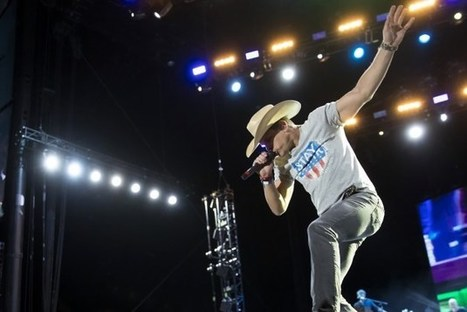 Dustin Lynch Scores Third-in-a-Row No. 1 With 'Mind Reader' | Country Music Today | Scoop.it