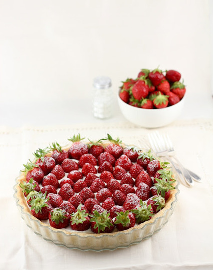 STRAWBERRY MASCARPONE WHIPPED CREAM TART - Lifesafeast | À Catanada na Cozinha Magazine | Scoop.it