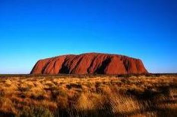 Dans le désert australien, on contemple Uluru, mais on évite d'y grimper   Tahiti Infos   Océanie   Scoop.it