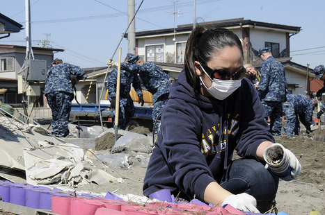 [Photo] Grand nettoyage à Hachinohe   Flickr - Photo Sharing!   Japon : séisme, tsunami & conséquences   Scoop.it