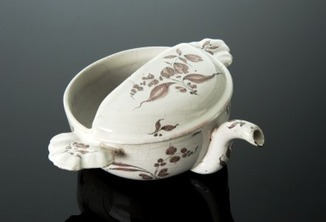 Feeding cup with mauve decoration, Europe, 1801-1900 | bain de Marie: Women and the roots of botanical chemistry | Scoop.it