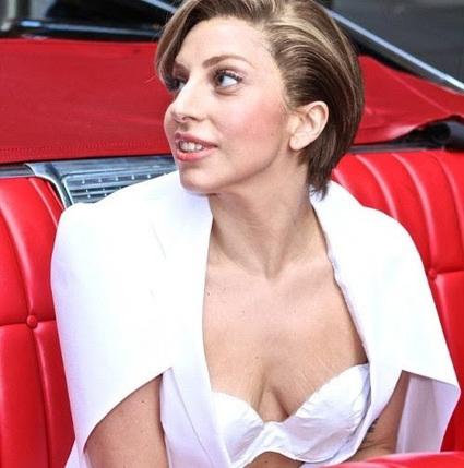 Katwekera - The Noize Maker: Lady Gaga Show off her Breasts Full of Stretch Marks | katwekera ^ namba 8 baibe | Scoop.it