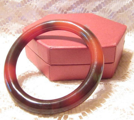 Vintage Reddish Brown Jade Bangle Bracelet | Fabulous Vintage Jewelry | Scoop.it