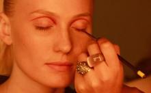 Aprenda a fazer a maquiagem exótica do desfile de Andrea Marques   Moda e beleza   Scoop.it