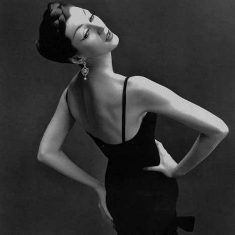 Dovima (by Richard Avedon, 1950s) | PHOTOGRAPHIES | Scoop.it