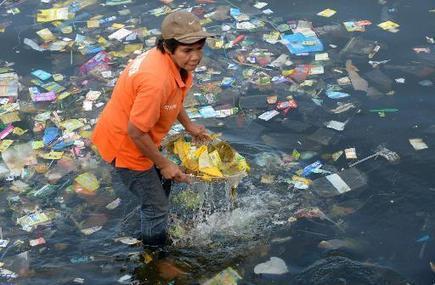 Un documentaire dénonce la pollution des mers par le plastique - Magazine GoodPlanet Info | Revue de Presse 7ème Continent | Scoop.it
