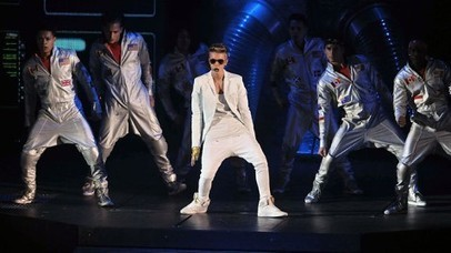 Justin Bieber Angers Fans After Late Concert - ABC News (blog)   Just Tell Us about   Scoop.it