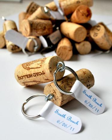 Wine Cork Crafts and Wine Cork Projects - 30 Ways to Reuse Wine Corks | L'Etablisienne, un atelier pour créer, fabriquer, rénover, personnaliser... | Scoop.it
