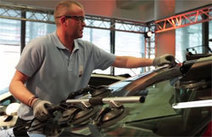 Technicien vitrage : un métier de la réparation automobile qui recrute | Lettre d'info emploi, métier, formation | Scoop.it
