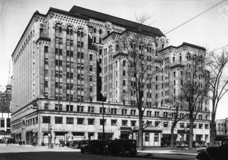 Dominion Square Building (1010, rue Sainte-Catherine Ouest, entre les rues Peel et Metcalfe), le 26 mars 1936   Photos ancestrales de Montréal   Scoop.it