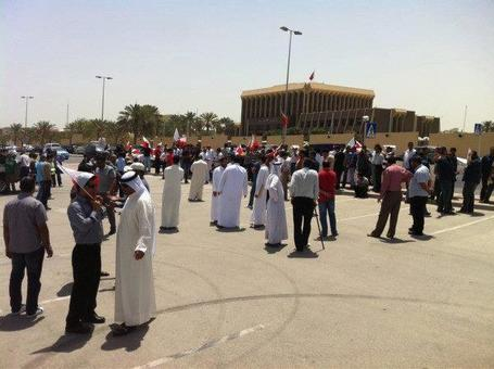 BAHRAIN: Wrongfully sacked employees protest at the MOL ! | Human Rights and the Will to be free | Scoop.it