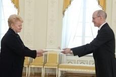 2012-03-07 :: La Présidente a accepté les Lettres de créance de l'Ambassadeur du Canada   Pays Baltes   Scoop.it