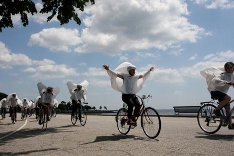 Wearable, Inflatable Bike Sails Create Moving Art Exhibit [Pics] - PSFK | Idées d'ailleurs | Scoop.it