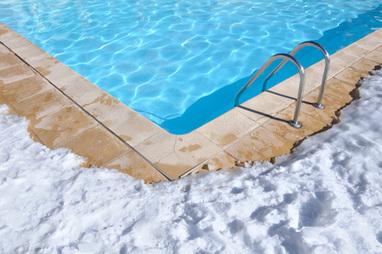 Comment hiverner sa piscine et choisir entre un hivernage actif ou passif ? | Guide piscine : infos et conseils sur l'univers de la piscine | Scoop.it