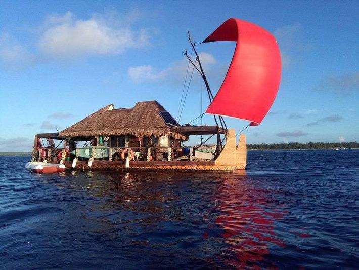 Teiki Pambrun installe sa pirogue Hitiura 2 à Huahine | Tahiti Infos | Kiosque du monde : Océanie | Scoop.it
