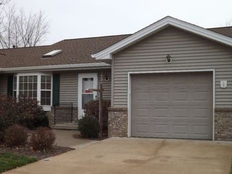 Two Br Maintenance-free Condo With 4 Ssn Room! (Moline)  Home for Sale | houses for sale in usa | Scoop.it