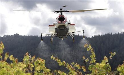 Drones approved for spraying crops in the US | Tech in agriculture | Scoop.it