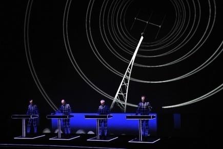 Les pionniers électro Kraftwerk, aidés de la 3D, électrisent Lille | allemagne musique | Scoop.it