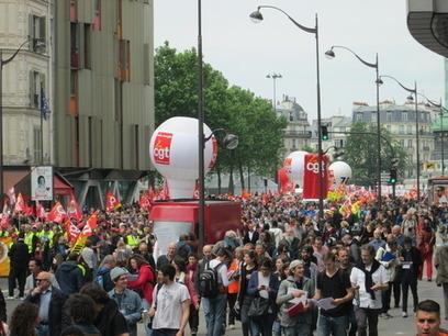 Avec la propagation des grèves, les manifestations massives exigent le retrait de la Loi-travail   Econopoli   Scoop.it