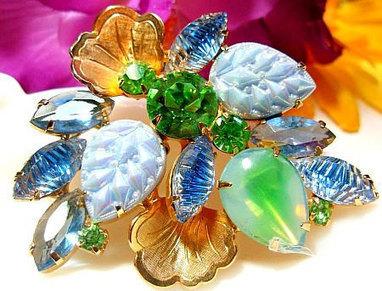 "Vintage Juliana Brooch Pin D&E Confirmed Pastel Blue Green Rhinestones Gold Metal Leaves 2 1/2"" VG   Vintage jewerly   Scoop.it"