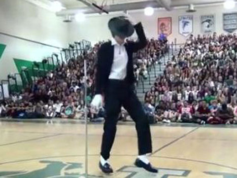 Forget That Hologram: Teen Stuns With Flawless Michael Jackson Moves At Talent Show   Around The Net   Scoop.it