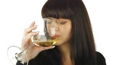 Why does white wine leave some women upset?   Quirky wine & spirit articles from VINGLISH   Scoop.it