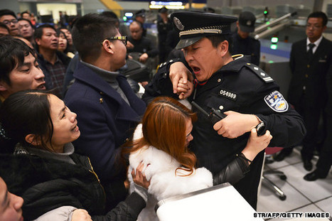 #Cina #10,000 #angry #fliers #clash #with #police | Le It e Amo ✪ | Scoop.it