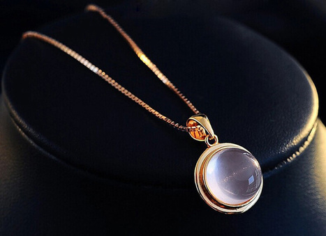 Natural Circular QUARTZ Swarovski Crystal Pendant For Girls - DearyBox | Jewellery On-line Boutique Shop | DearyBox.co.uk | Swarovski Crystal Necklaces | Scoop.it