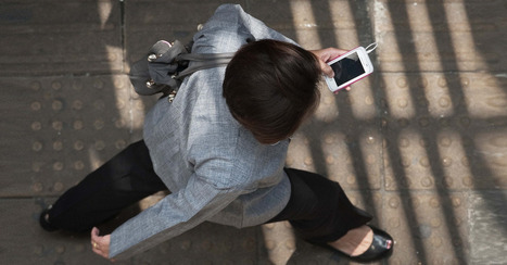 The Average Business Traveler Checks Her Phone 34 Times Per Day - Mashable | photography and mobile stuff | Scoop.it