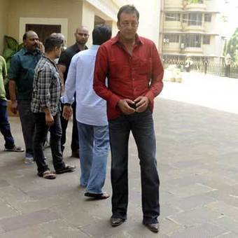 Sanjay Dutt reaches home, says `want to spend time with family | Social Bookmarking & PDF uploading | Scoop.it