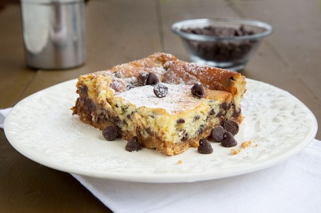 Chocolate Chip Cheesecake Bars with a Toffee Cookie Crust. #cooking #food #recipes | The Man With The Golden Tongs Hands Are In The Oven | Scoop.it
