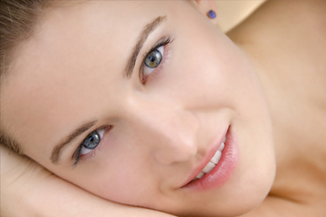 10 Home Remedies for Glowing Skin and Clear Skin - HealthyHobbit | Naturally Healthy | Scoop.it