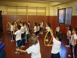 Propuesta de actividades para trabajar en el aula de psicomotricidad con aros | Educacion Fisica | Scoop.it