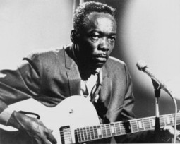 "John Lee Hooker 96 años de ""Boom Boom y de ""One Bourbon, One Scotch, One Beer"" 