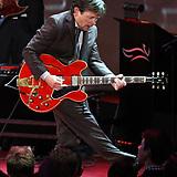 Michael J. Fox con guitarra toca la canción Johnny B. Goode, recordando a Volver al Futuro   VIM   Scoop.it