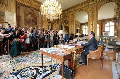 François Hollande pose dans son bureau pour les Journées du patrimoine et devient la risée du web | Crise de com' | Scoop.it