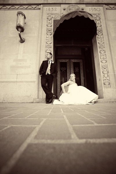 11 Modern Poses of the Bride & Groom | Business of Wedding Photography | Scoop.it