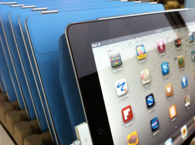 A Quick Guide To Managing A Classroom Full Of iPads - Edudemic   The interactive Classroom   Scoop.it
