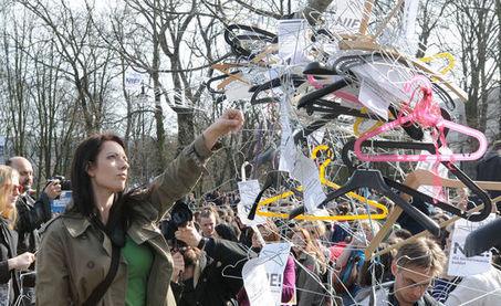 Des milliers de Polonais ont manifesté contre l'interdiction totale de l'avortement | EuroMed égalité hommes-femmes | Scoop.it