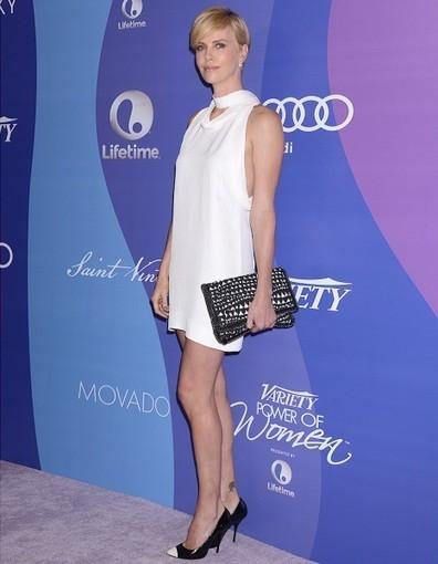 Le look du jour : Charlize Theron, retour sur le tapis rouge - Elle   Mode   Scoop.it