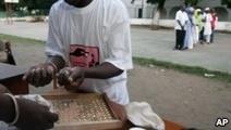 Pour lutter contre la fraude électorale, les Gambiens vont voter avec des billes | About Geopolitics | Scoop.it