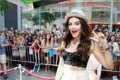 Lucy Hale of Pretty Little Liars Shows Off Her Favorite Styles  to a Crowd of Teen Fans in NYC | Best of the Los Angeles Fashion | Scoop.it